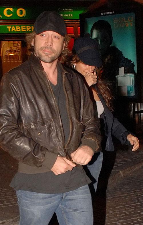 EXCLUSIVE: Penelope Cruz & Javier Bardem Leaving A Restaurant In