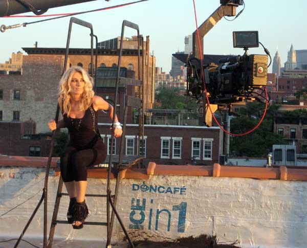 Ana Stanić na snimanju spota u Njujorku