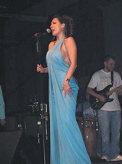Ceca u tirkiznoj Versaće haljini