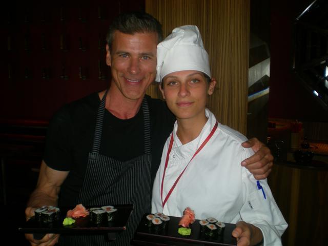 Rob Stjuart aka Nik Sloter sa glavnom kuvaricom restorana Džindžer