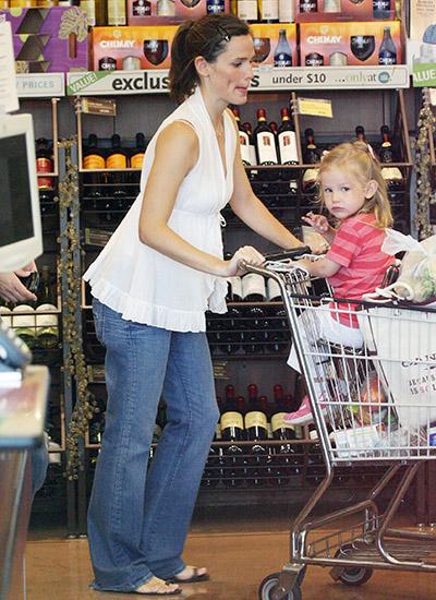Dženifer Garner sa ćerkom u supermarketu