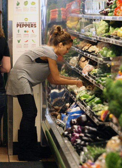 Džesika Alba u supermarketu