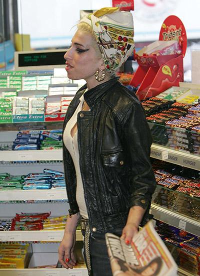 Ejmi Vajnhaus u supermarketu