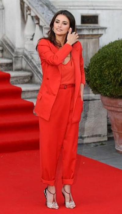Penelope Kruz na crvenom tepihu, obučena u crveno