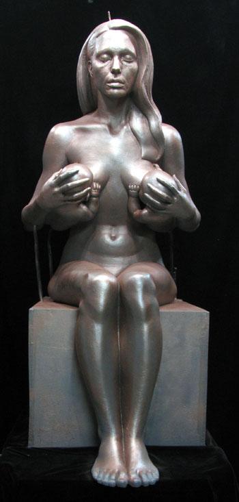 Anđelina Džoli gola, bronzana skulptura