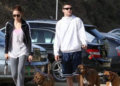 Džesika Bil i Džastin Timberlejk šetaju svoje pse