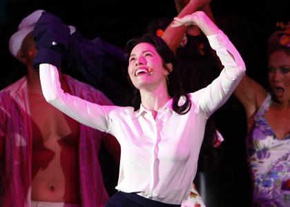 Džesika Bil u pozorištu, predstava Momci i lutke