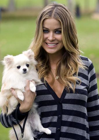Karmen Elektra sa svojim psom Roksi