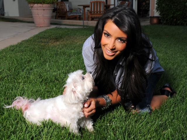 Kim Kardašijan sa svojim psom Bella