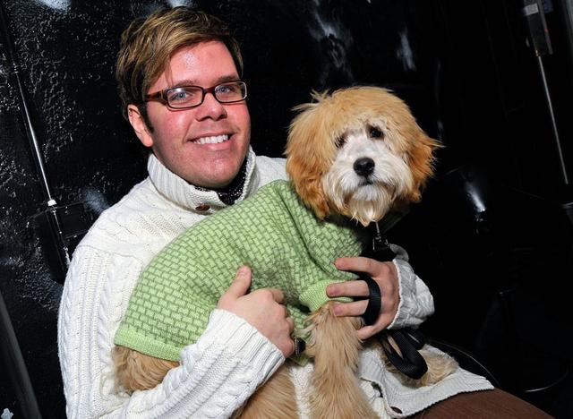 Perez Hitlon sa svojim psom Tedijem