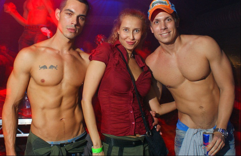 Maneken Petar Perović u gay klubu u Londonu