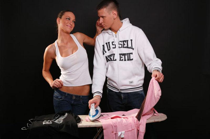 Sara Trajanović i Stefan Cvijović Cvija sa peglom