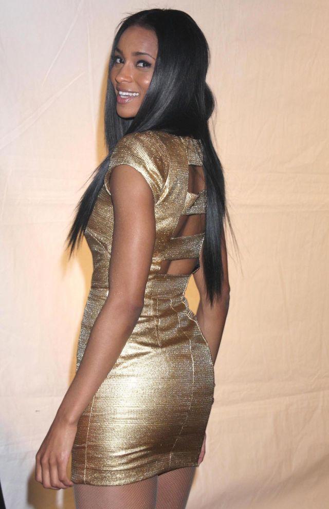 Siara u zlatnoj haljini