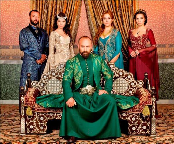 Glavni glumac serije Sulejman Veličanstveni Halit Ergenč po drugi