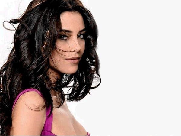 Glumi u turskim serijama, a njen privatni život dobar je materijal za latinoameričke sapunice