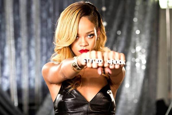 Rihanna doživela peh na izlasku iz zgrade