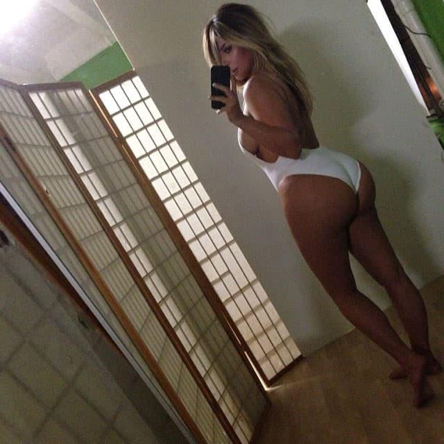 01 Kim Kardashian