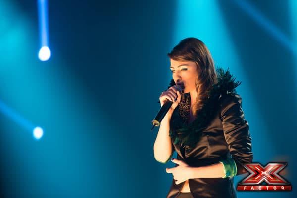22:11 Tamara nastupa sledeća, ona peva Rihanninu pesmu 'What now'