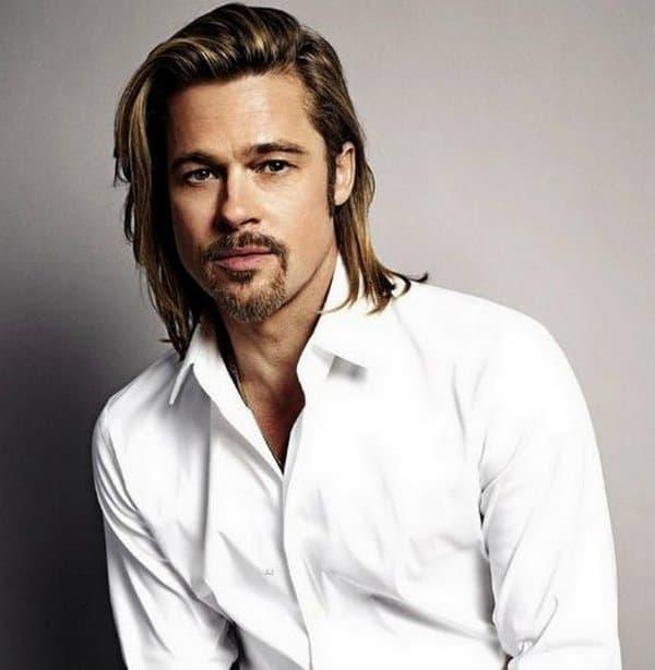 """Pre nego što je dobio ulogu koja ga je proslavila u filmu """"Thelma i Louise"""", Brad Pitt je bio član grupe """"Dancing Bares"""". Sa svojim kolegama sa fakulteta igrao je striptiz po pozivu. (foto: GQ)"""