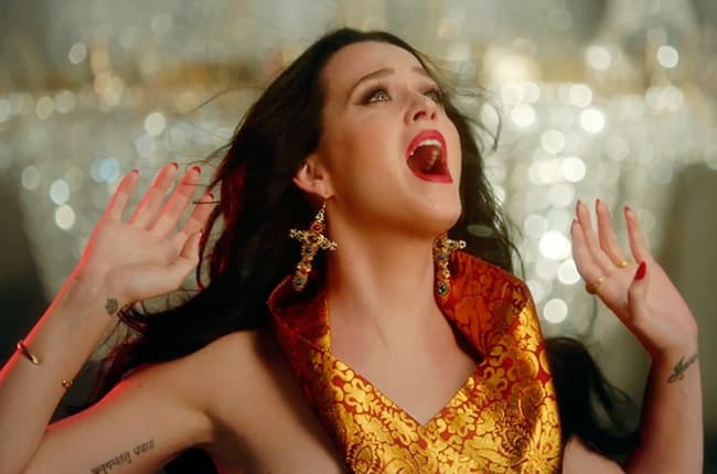 katy-perry-unconditionally-video-650-430b