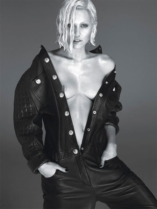 miley_cyrus_shows_her_nipple_in_new_naked_photo_shoot (1)