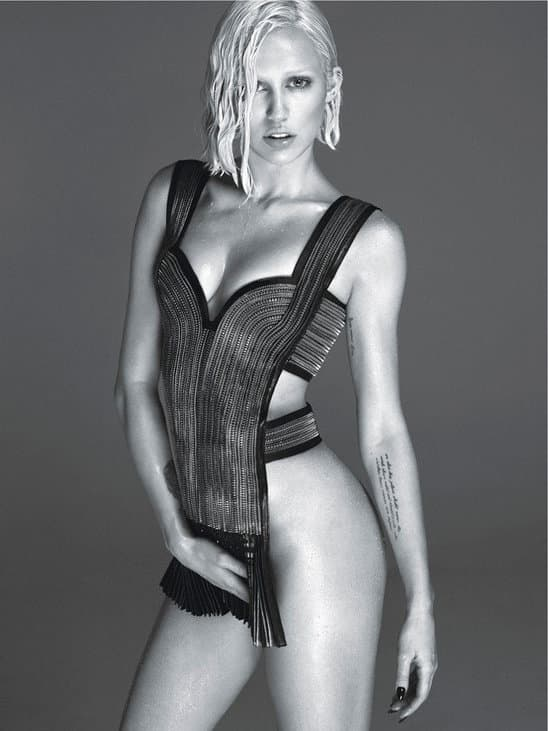 miley_cyrus_shows_her_nipple_in_new_naked_photo_shoot (2)