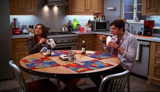 "Mila Kunis i Ashton Kutcher u seriji ""Dva i po muškarca"""