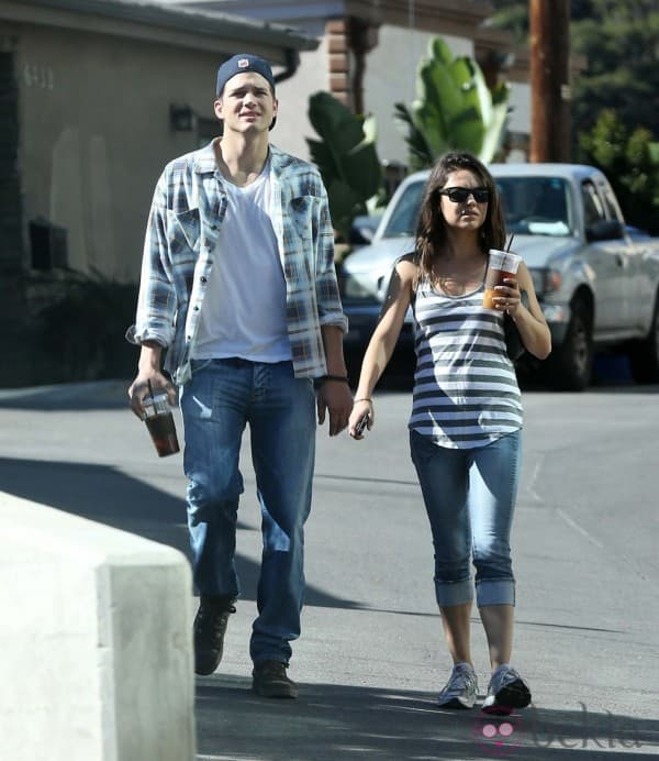 ASHTON KUTCHER Y MILA KUNIS INSEPARABLES