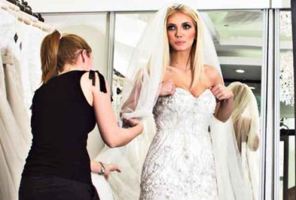 Nikolina Kovač isprobava venčanicu
