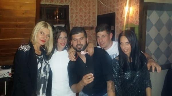 ivana spanovic sa verenikom i prijateljima