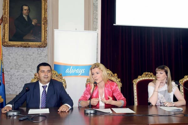 Konferencija za medije povodom donacije skolske opreme za 6 osnovnih skola u Srbiji