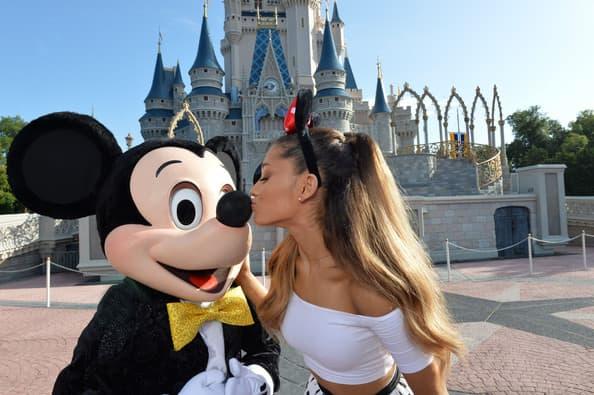 Pevačica Ariana Grande proslavila je 21. rođendan u Diznilendu. 24. jun, jezero Buena Vista, FLorida.