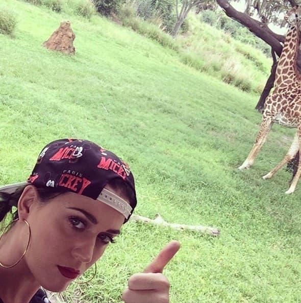 Katy Perry napravila je selfie sa žirafom!