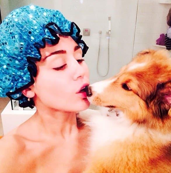 Miley Cyrus toliko voli svog ljubimca da se čak i kupa s njim!