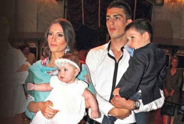 Mirka Vasiljević i Vujadin Savić sa decom