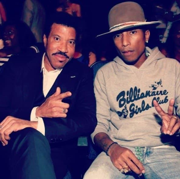 Pharrell je objavio fotku sa Lionel Richijem, koji šalje neobičan pozdrav.