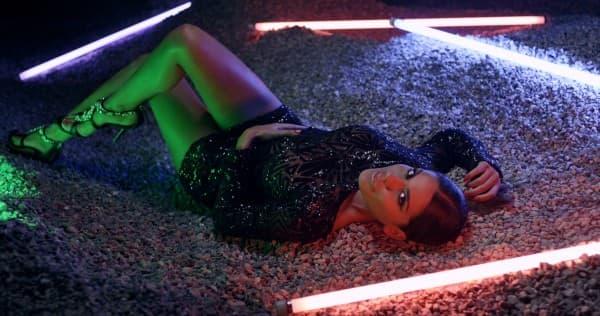 Kadar iz spota: Marina Visković na mokrom pesku