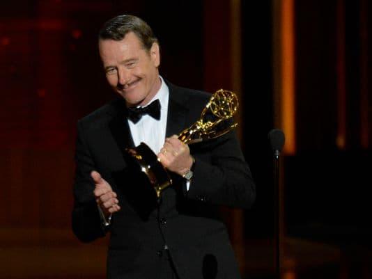 Bryan Cranston preuzima svoju Emmy nagradu (foto: today.com)