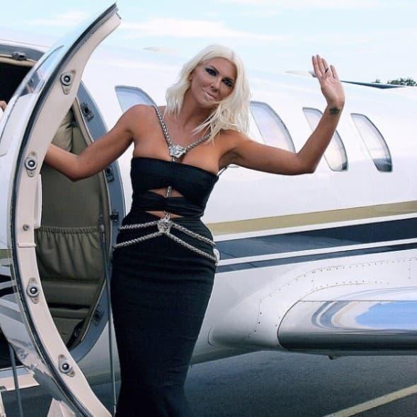 Ledenom vodom polila i Versace haljinu