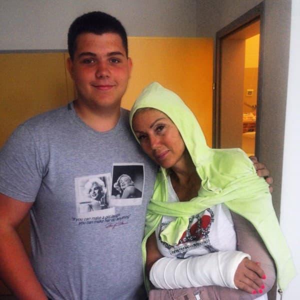 Pevačicin sin Viktor najveća je podrška tokom oporavka (foto: Facebook)