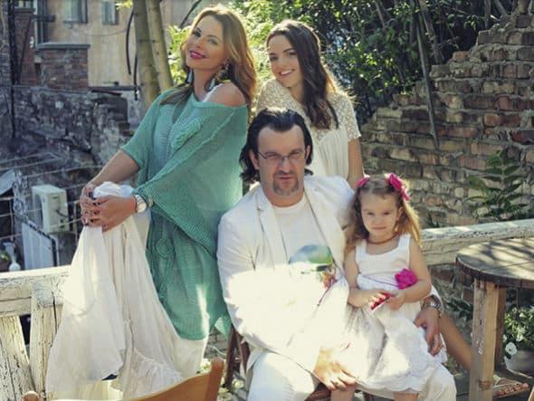 Porodica na okupu (foto: Gloria.rs)
