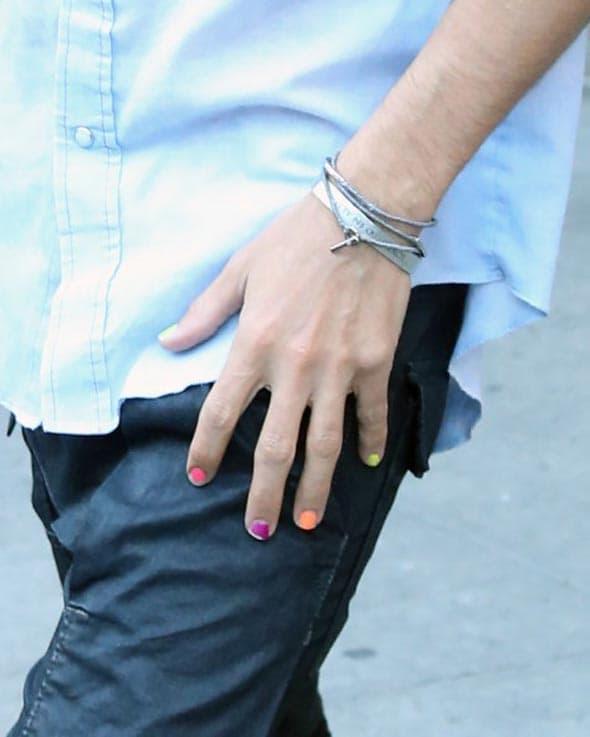 Zna da su neon boje ove sezone u trendu! (foto: Icydk)