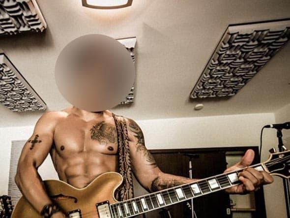 Ovako izgleda u 50. godini! Da li možete da pogodite ko je on? (foto: Instagram)