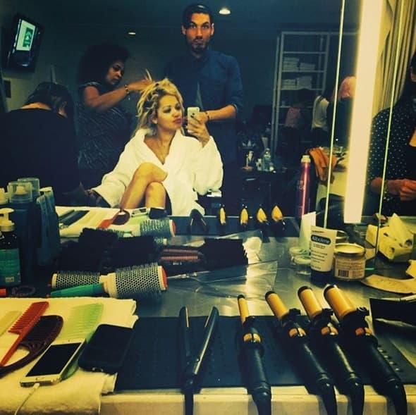 Rita Ora ovako se sređivala za snimanje!