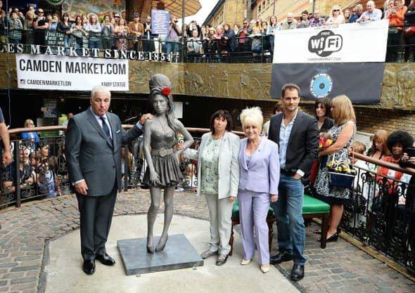 Amy dobila spomenik u Londonu! (foto: MTV)