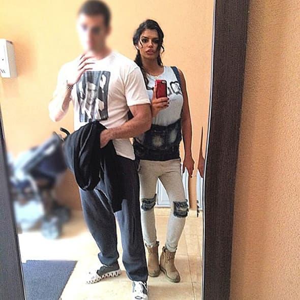 Sem lica svog dečka, zamaglila i kolica za bebu! (foto: Facebook)