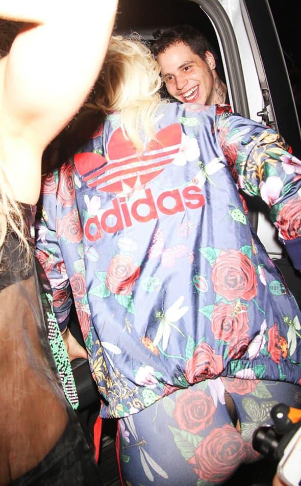 Na lansiranju njene nove kolekcije za poznati brend, pocepala joj se trenerica koju je ona dizajnirala! (foto: Celebuzz)