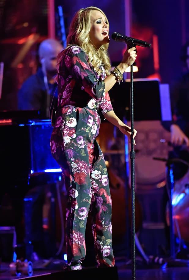 Carrie Underwood je u 3. mesecu! (foto: Reveal)