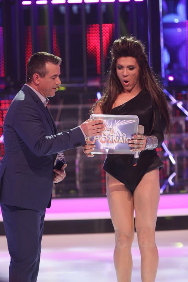 Oduševljeno je prihvatio nagradu (foto: Nova TV)