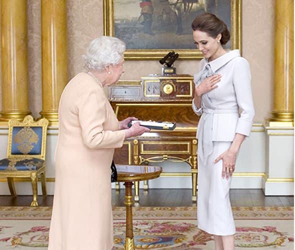Angelina je bila vidno dirnuta! (foto: USmagazine)